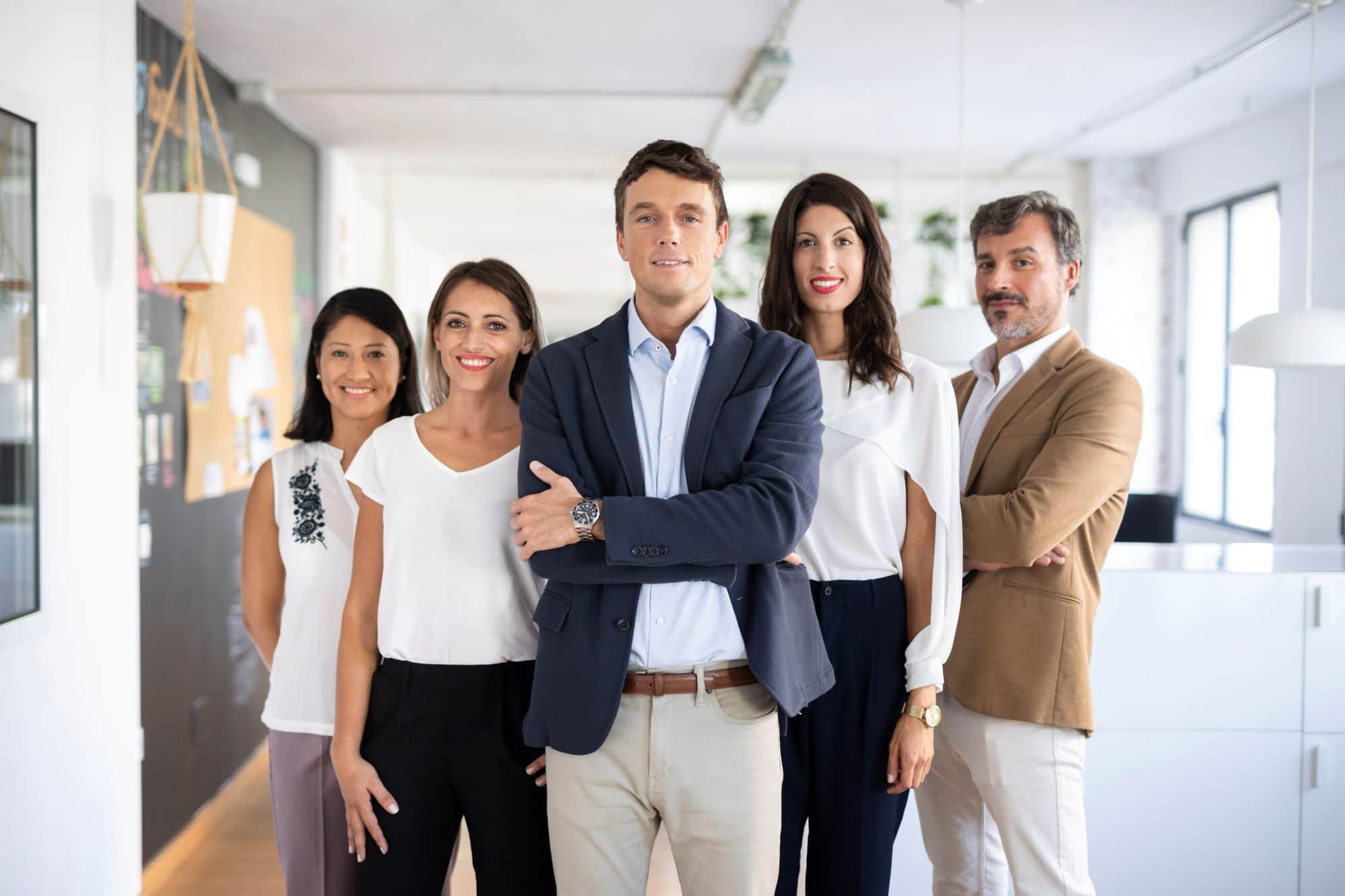 vue frontale d'un groupe de salariés